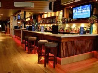 Preparación y servicio de bebidas y comidas rápidas en el bar. HOTR0208 - Operaciones básicas del restaurante y bar