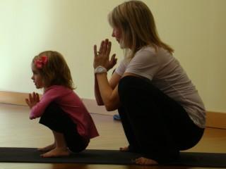Monitor de Yoga Infantil Monitor de Yoga Infantil. Curso gratis para   Trabajadores ... 5c08faa39f0c